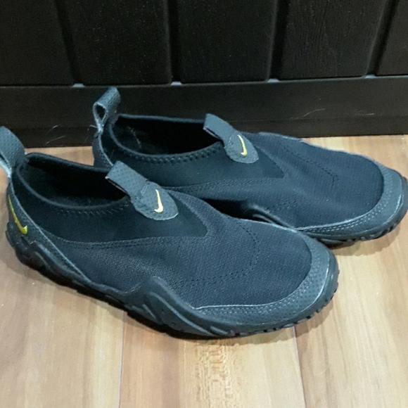 Nike ACG Mens Black Aqua Socks